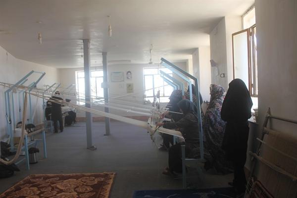 تداوم دوره های آموزش حوله بافی در شهرستان سرایان