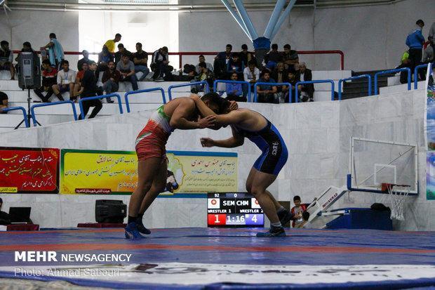 درخشش ورزشکاران چهارمحالی در رقابت های کشتی کشور