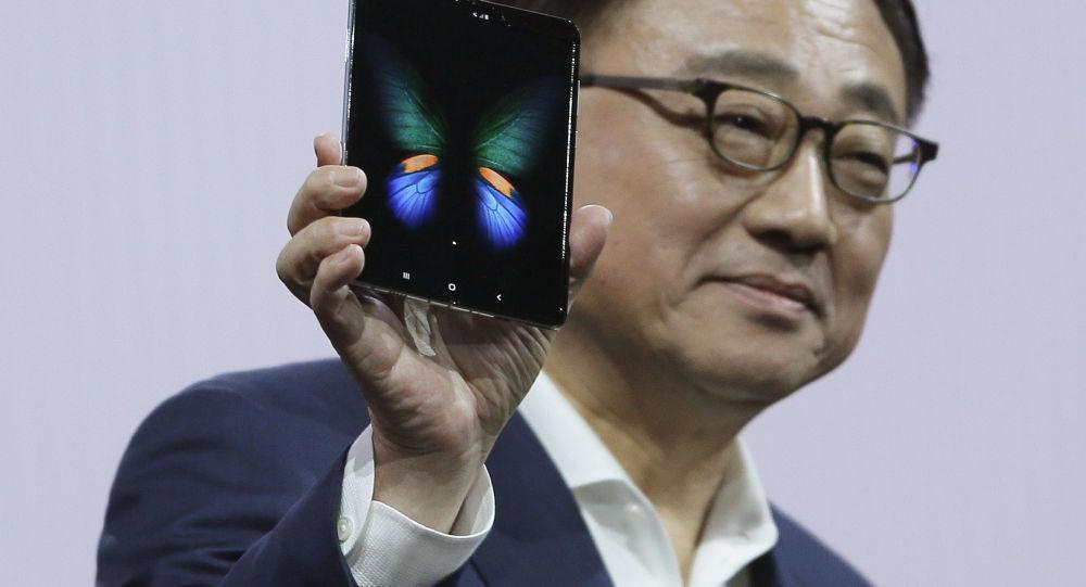 مهم ترین رویدادهای امروز دنیای IT و تکنولوژی؛ از تعویق فروش گوشی تاشو سامسونگ در چین تا معرفی برترین شارژر خورشیدی سال