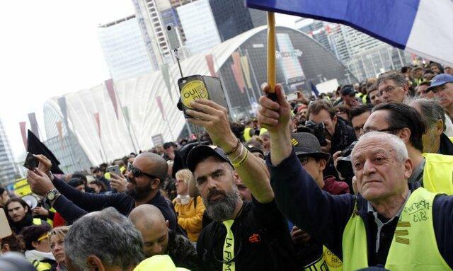 اولین تظاهرات معترضان جلیقه زرد فرانسه بعد از آتش سوزی کلیسای نتردام