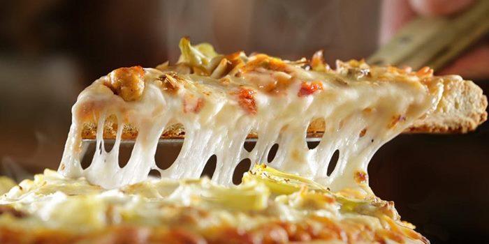 کالری پنیر پیتزا؛ یک ورق پنیر پیتزا چقدر کالری دارد؟