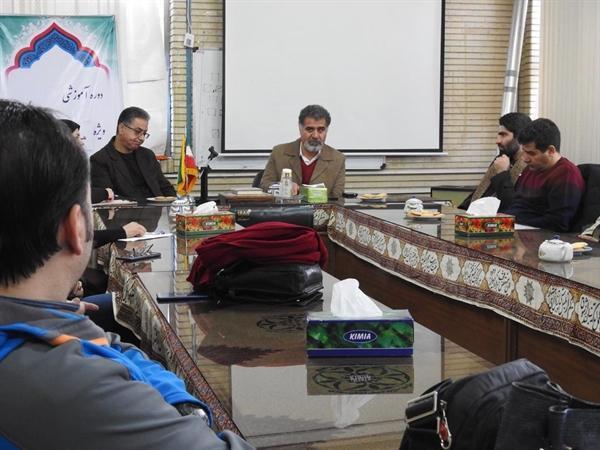 نشست سرپرست معاونت صنایع دستی استان مرکزی با هنرمندان برگزار شد