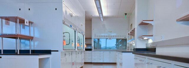 تجهیز کلیه آزمایشگاه های تخصصی