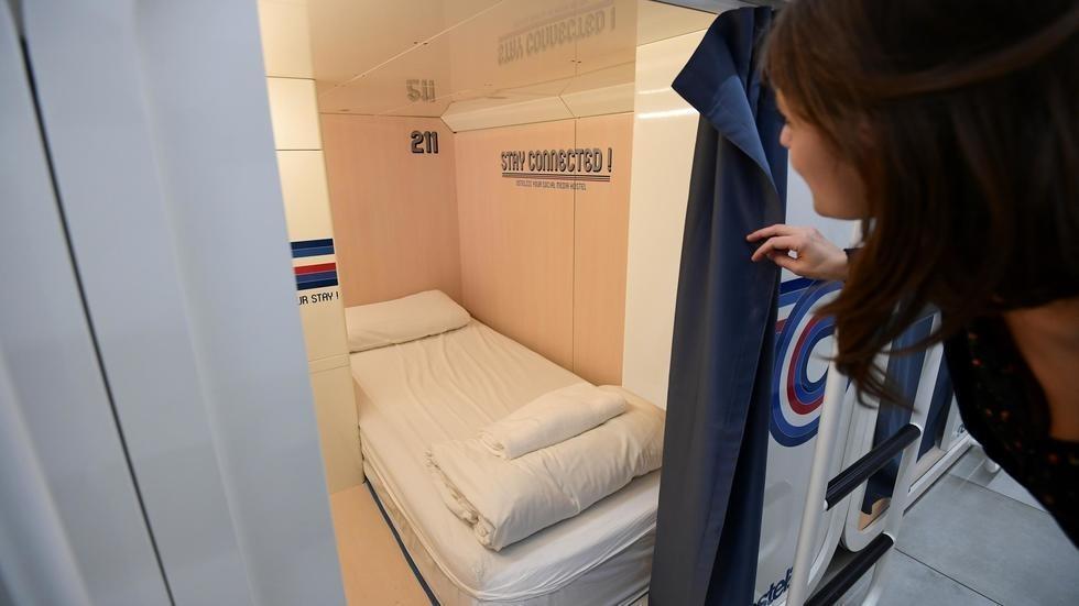 اولین هتل کپسولی در ایتالیا، خواب، شارژ و حریم شخصی برای کاربران (