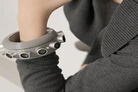 ارسال امواج پارازیت با دستبند مافوق صوت