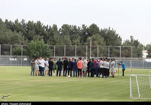 حاشیه تمرین تیم ملی فوتبال، برگزاری مراسم معارفه باقری در حضور عزیزی خادم