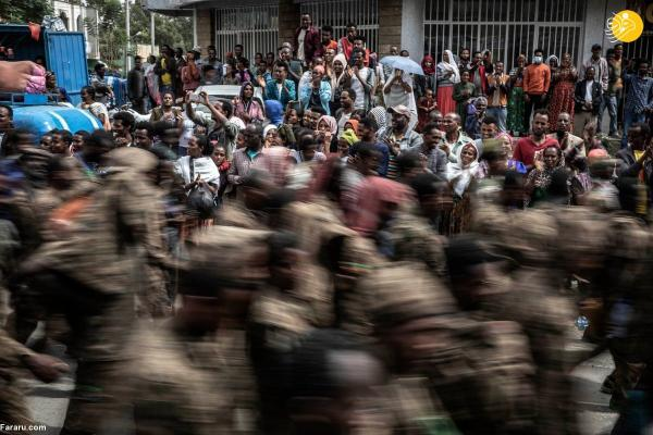 (تصاویر) پیاده روی 75 کیلومتری 7 هزار سرباز اسیر ارتش اتیوپی!